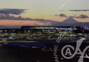 「夕景の富士と空港」